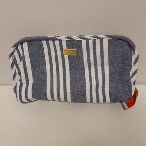 Cosmetic or toiletries bag organizer